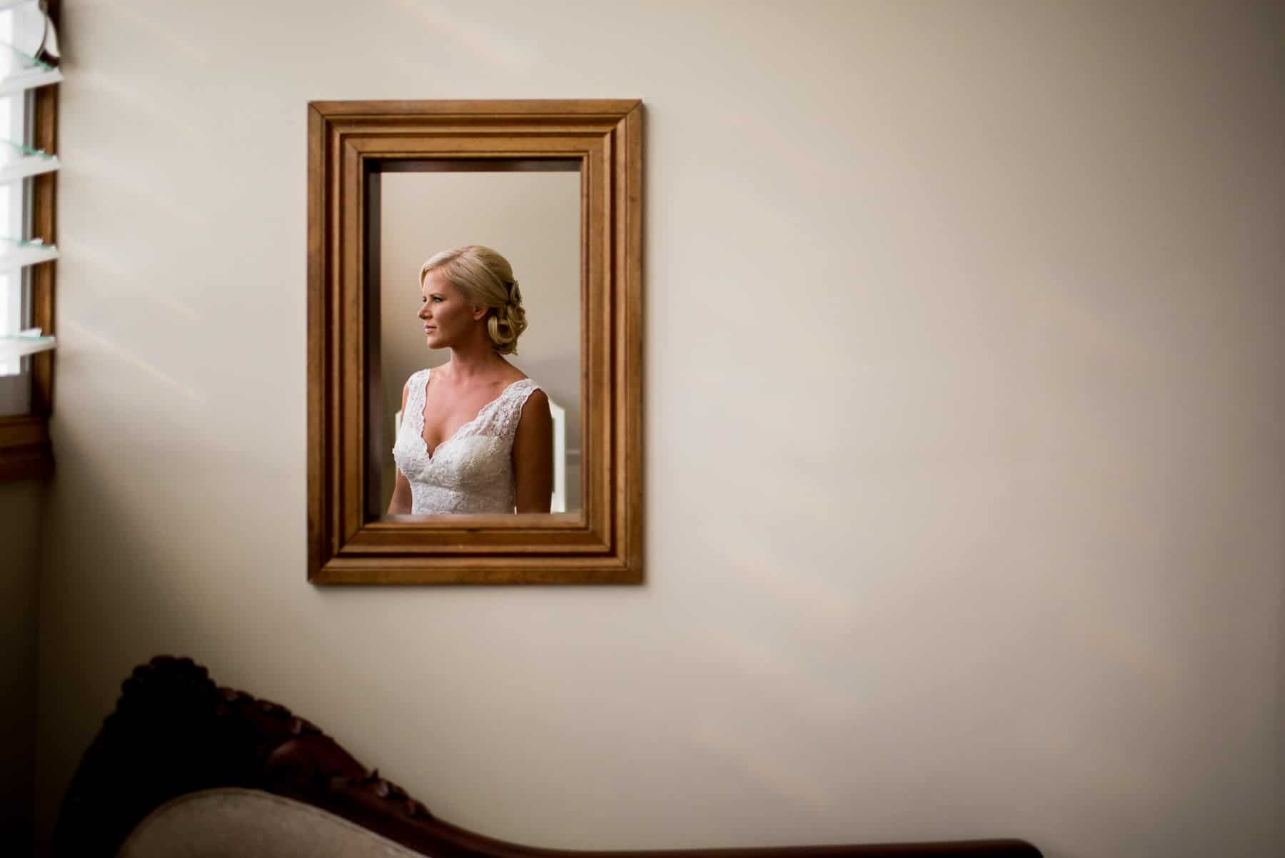 Creative wedding photography | Bride in front of mirror before getting married